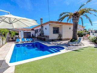 Enjoyable villa in Miami Platja for 10 guests, walk to the beach in 10 minutes! - L'Hospitalet de l'Infant vacation rentals