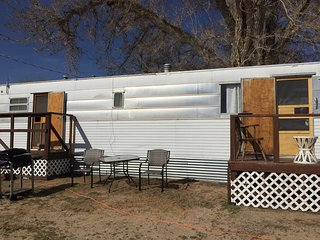 Beautiful Caravan/mobile home with Deck and Internet Access - Baker vacation rentals