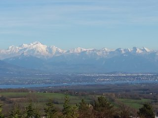 Superbe villa, terrasse&jardin, vue Montblanc et lac, près de GVA, UN, CERN, Ski - Gex vacation rentals