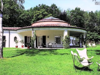 Beautiful Villa with Views Close to Shore of Lake Maggiore  - Villa Arona - Arona vacation rentals