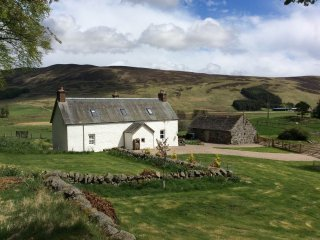 Charming House in Dykehead with Fireplace, sleeps 6 - Dykehead vacation rentals