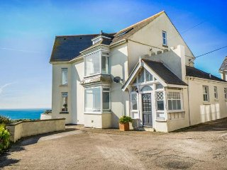 CARN EVE  spacious detached house, five bathrooms, open fire,games room, Sennen - Sennen Cove vacation rentals