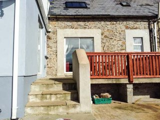 BERRYLANE, semi-detached, pet-friendly, private garden, WiFi, nr Enniscorthy - Enniscorthy vacation rentals