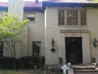 Gorgeous mansion in Highland Park with sparkling pool and spa - Highland Park vacation rentals