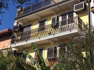 A CASA DI VERA - Graziosi appartamenti sul mare di Taormina - Mazzeo vacation rentals