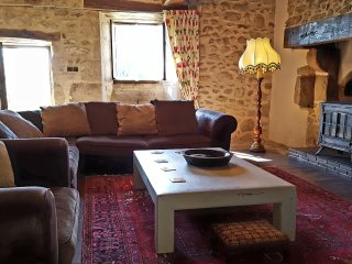 La Chataigne - gite with heated fenced pool and huge child-friendly garden - Champniers-et-Reilhac vacation rentals