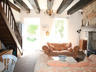 La Noix - gite with heated fenced pool and huge child-friendly garden - Champniers-et-Reilhac vacation rentals