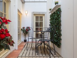 Cozy Condo with Internet Access and Washing Machine - Lisbon vacation rentals