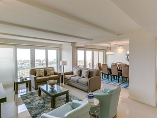 Dog-friendly condo w/ bay view, shared pools & hot tubs - walk to beach! - South Padre Island vacation rentals