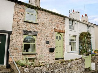 KINGSHEAD COTTAGE mid-terrace, well-appointed, open fire, garden, Llandudno - Glanwydden vacation rentals
