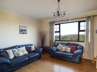 FLYNNS HOLIDAY COTTAGE, pet-friendly, lawned garden, sea views, Quilty, Ref - Milltown Malbay vacation rentals