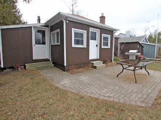 Lovely Cottage with Deck and DVD Player - Bayfield vacation rentals