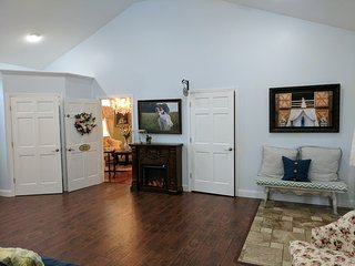 Molly Room, the Inn at Southern Belle Farm, near Gatlinburg & Smoky Mountains - Kodak vacation rentals