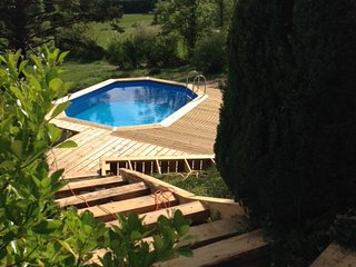 Holiday Getaway for the family in seclusion with Swimming Pool, beautiful views. - Beaulieu-sur-Dordogne vacation rentals