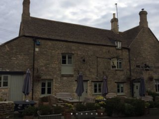 THE KEEPERS ARMS - The Drum & Monkey – King Suite - Quenington vacation rentals