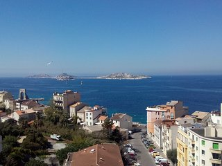 NEW! Waterfront Beautiful Views - Marseille vacation rentals