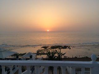 Appartement les pieds dans l'eau avec vue  sur l'océan et le coucher du soleil - Bou Selloum vacation rentals