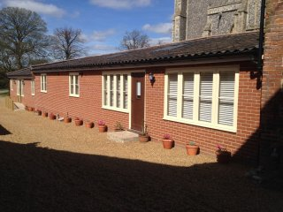 Comfortable 2 bedroom House in Worstead with Internet Access - Worstead vacation rentals