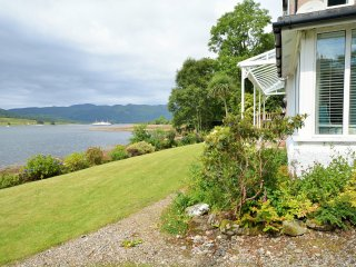Beautiful 4 bedroom House in Colintraive with Internet Access - Colintraive vacation rentals