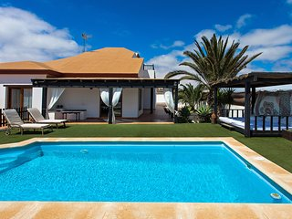 detached villa with private pool and 1000m2 plot - Villaverde vacation rentals