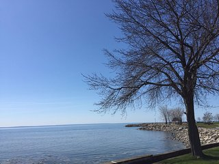 Lake Breeze Retreat on shore of Lake Erie - Crystal Beach vacation rentals