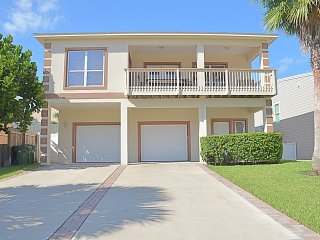 LUXURY4BDRM/3BTHRM, BILLIARD TABLE, HEATED SWIMMING POOL, 5 HOUSES TO THE BEACH - South Padre Island vacation rentals