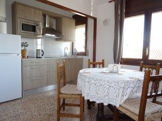Cozy 2 bedroom Apartment in Torredembarra with Internet Access - Torredembarra vacation rentals