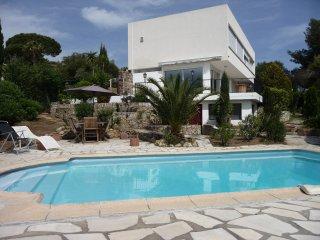 Golfe de St Tropez - Private Apartment 50m2+ Sea Views + Private Pool + Sleeps 6 - Les Issambres vacation rentals