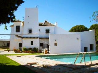 Viña Meneses, Spectacular architecture in Contryside of Seville - La Puebla de Cazalla vacation rentals