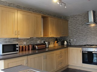 3 star house, ensuite bedrooms, Cardiff 15 mins by train. - Caerphilly vacation rentals