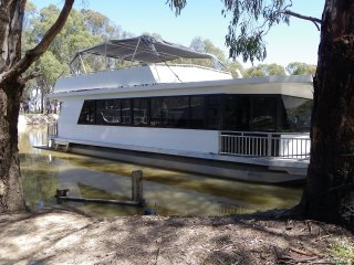 Murray Downs Marina houseboat in peaceful river setting - Swan Hill vacation rentals