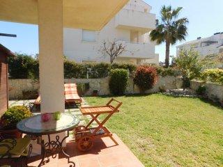 Vivienda con jardín privado en urbanización con pi - Els Poblets vacation rentals