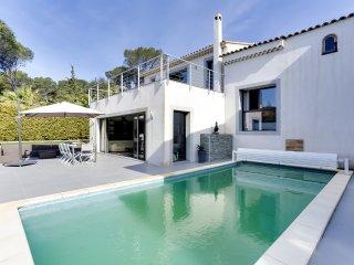 Villa avec piscine à deux pas des criques de Saint - Boulouris vacation rentals