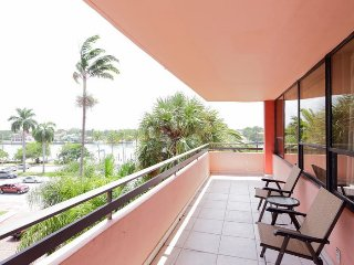 Beautiful vacation rental apt. w/ beach access located in the heart of Miami! - Miami Beach vacation rentals