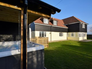 Perfect House with Internet Access and Game Room - Mersham vacation rentals