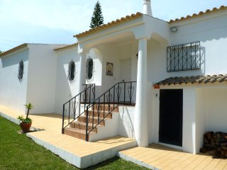 3 en-suite bedroom villa with a private pool - walking distance to beach & golf - Carvoeiro vacation rentals