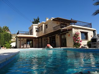 *****SPECIAL OFFER***** £500 off June 3-Bed, sleeps 6 Villa in Peyia, Coral Bay - Peyia vacation rentals