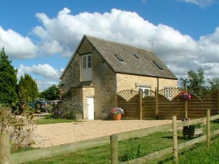 2 bedroom House with Internet Access in Poole Keynes - Poole Keynes vacation rentals