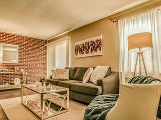 Beautifully Designed 1 Bedroom Apartment - Overland Park vacation rentals
