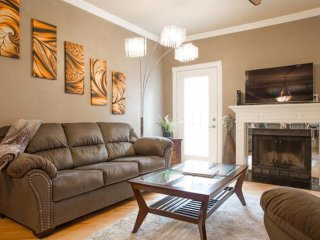Charming Townhouse with Internet Access and A/C - Bellaire vacation rentals