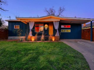 Contemporary 2 Bedroom Home in East Austin - Austin vacation rentals