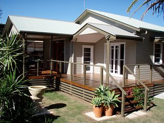 Macnicol Cottage is a 2 bedroom cottage , Fully accessible and Pet Friendly - Ballina vacation rentals