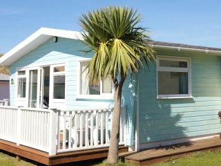 Bright 2 bedroom Beach hut in Gwithian - Gwithian vacation rentals