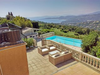 Luxury Villa, private pool, magnificent views, gym 5 double bedrooms all ensuite - Saint-Maxime vacation rentals