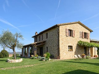 Farfalle - stunning Tuscany landscape views - San Giovanni d'Asso vacation rentals