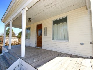 Charming and updated stonecutter`s cottage in Clark Island - Saint George vacation rentals