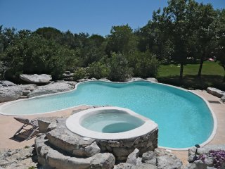 Une grande et belle piscine taillée dans la roche pour Le Ranc classé 4**** - Labeaume vacation rentals
