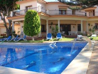 Luxury 2 Bedroom Apartment close to Estepona Marina and Cristo Beach - Estepona vacation rentals