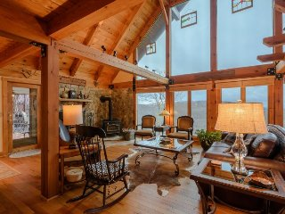 Upscale Mountain Cottage with Breathtaking Long Range Views near Blowing Rock - Boone vacation rentals