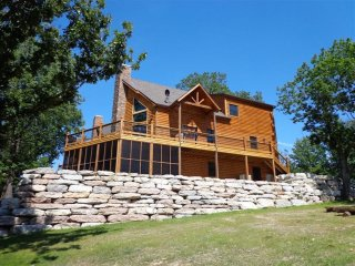 Luxury Lakefront Log Chalet-Boatslips~Two Luxury Pools~Private Hot Tub! - Lampe vacation rentals